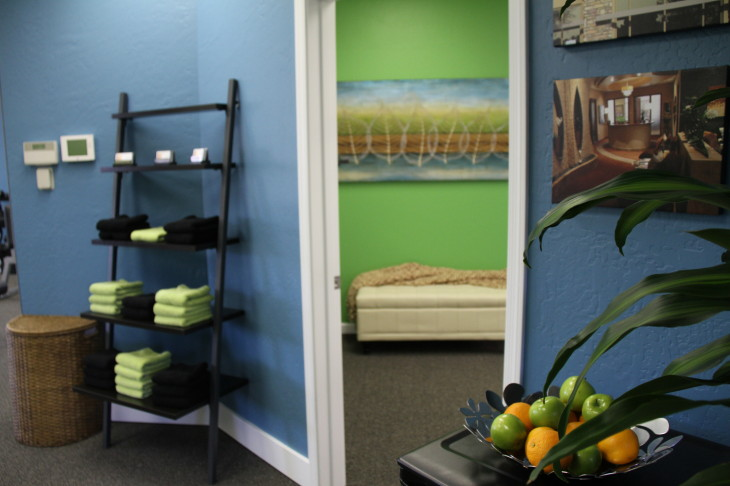 Picture of Healthy Weigh Out exercise studio lobby room